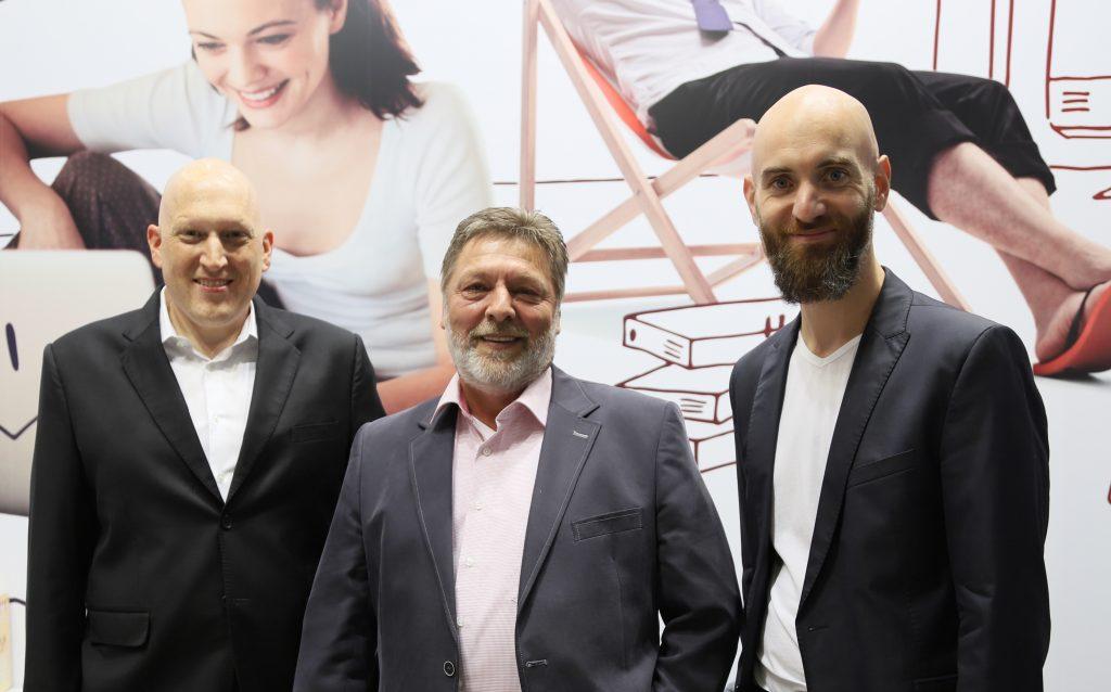 Zufriedene Aussteller: Andreas Schober (rechts), aconitas GmbH, Jan Bindig (links), Bindig Media und kiwiko Vorstand Matthias Jablonski (Mitte)