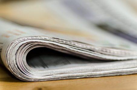 Zeitung zugeklappt